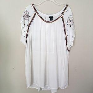 Torrid White Tribal Short Sleeve Blouse Top 2